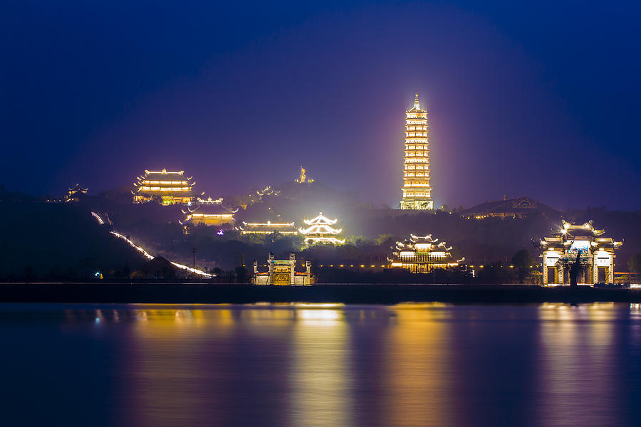 night-in-bai-dinh-pagoda-hung-nguyen-long